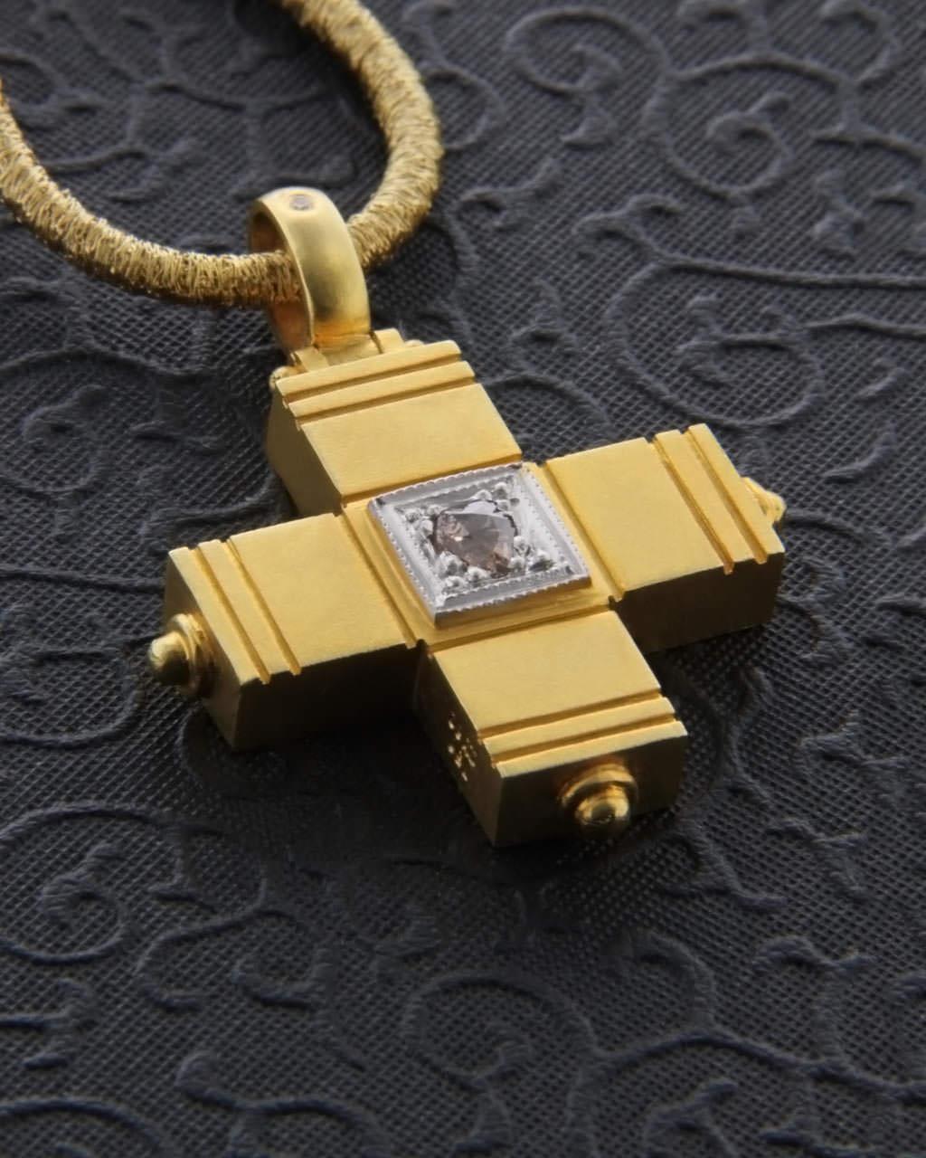 Σταυρός χρυσός χειροποίητος Κ18 με Διαμάντι   κοσμηματα σταυροί σταυροί με διαμάντια