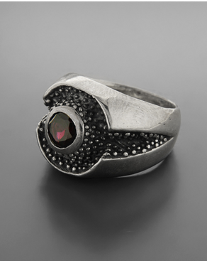 ce90772cc2 Δαχτυλίδι ανδρικό μοτίφ κουκίδες ασημένιο 925 με γρανάδα