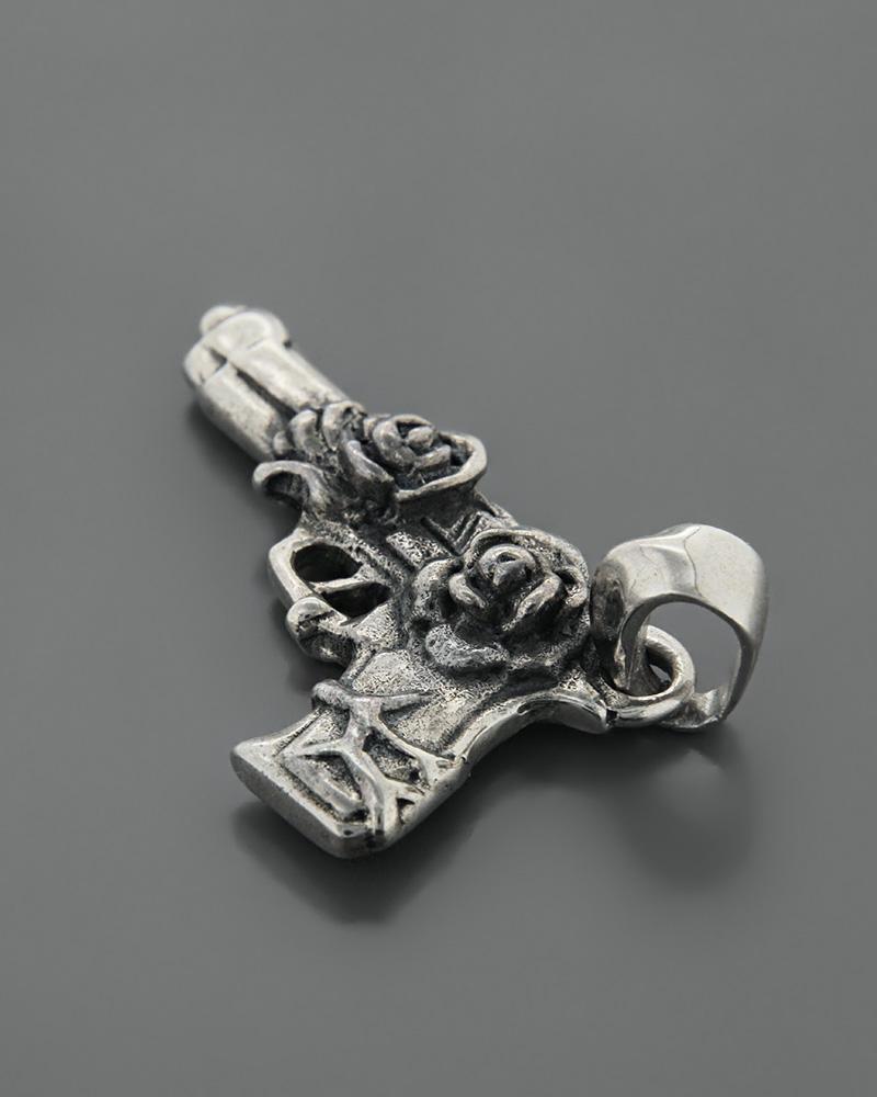Κρεμαστό πιστόλι με τριαντάφυλλα ασημένιο 925